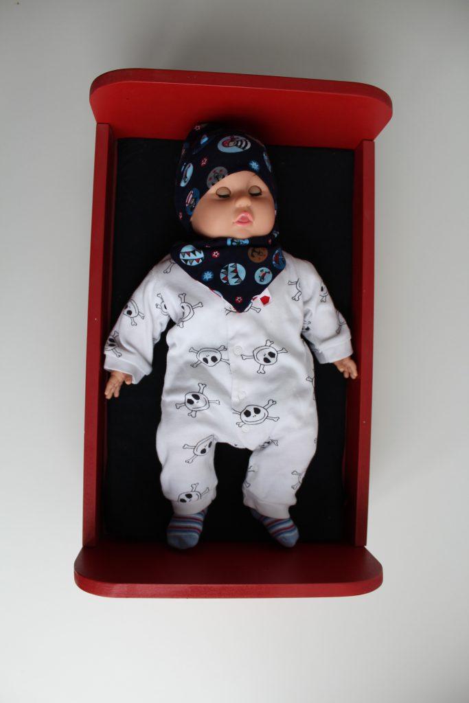 Poppy im Puppenbett