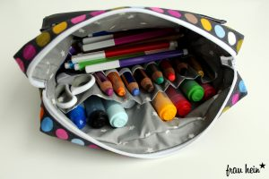 frau hein: Lettering Tasche mit bunten Punkten (Schnittmuster: Malamü)